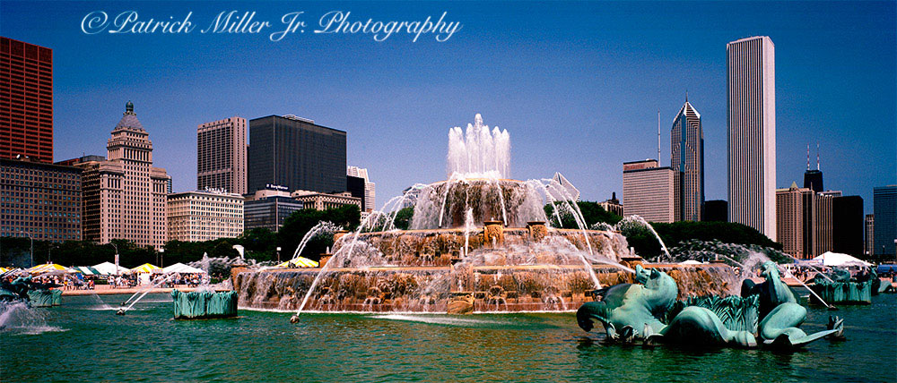 Buckingham Fountain panoramic daytime Chicago, IL