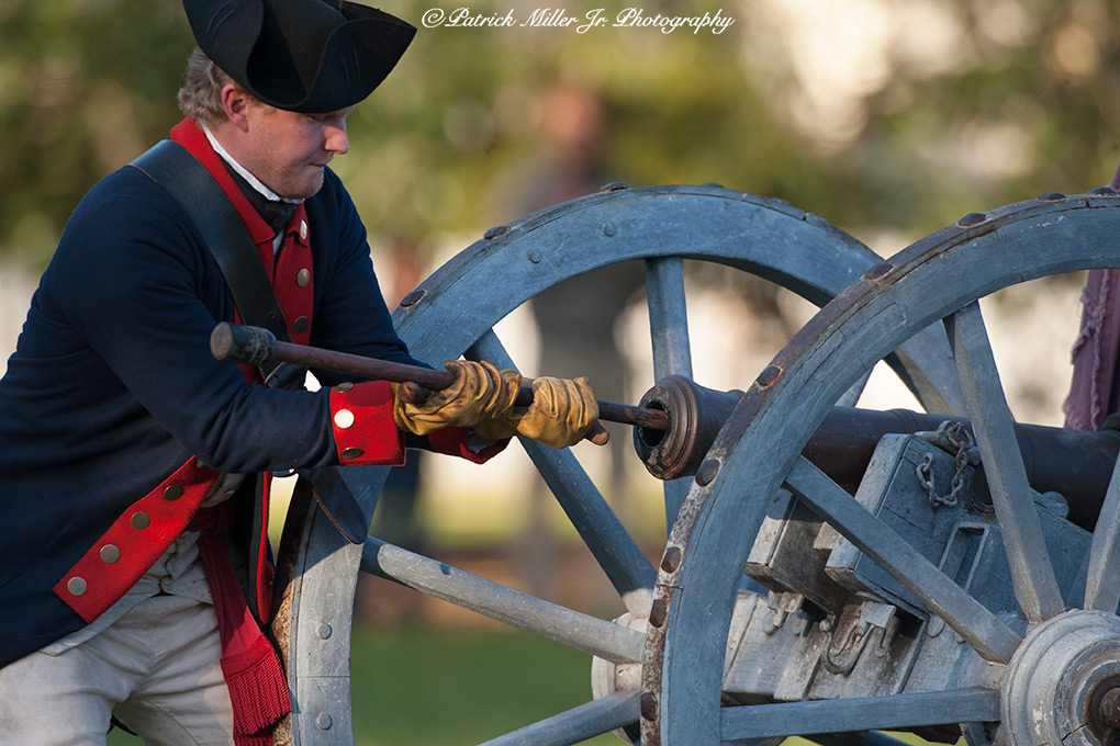 Colonial Williamsburg Soldiers Loading Cannon