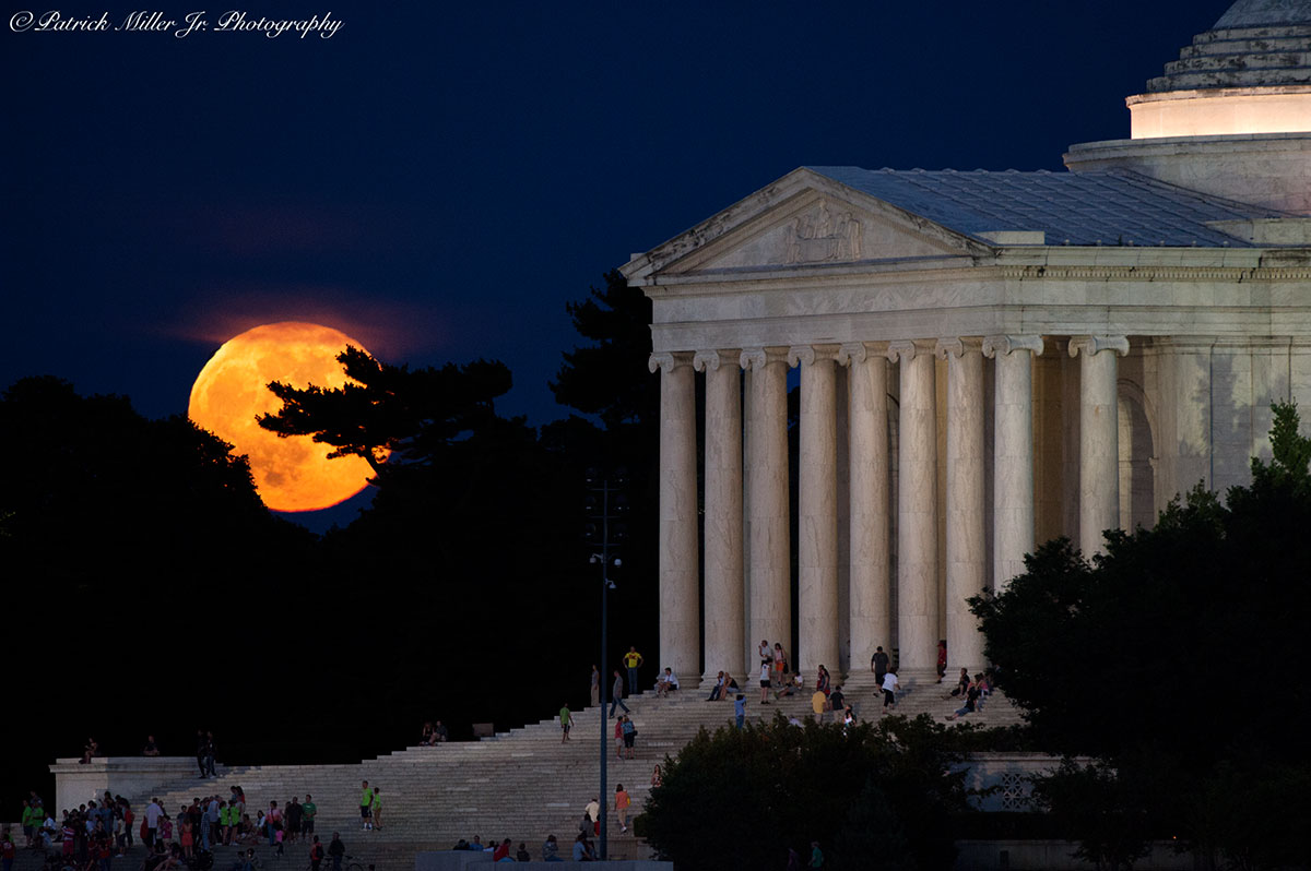 Full Super Moon rising at the Jefferson Memorial in Washington DC